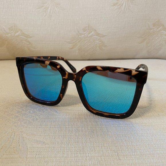 QUAY Australia Genesis Sunglasses